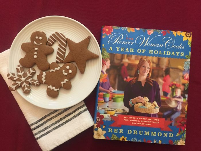 ree drummond the pioneer woman holiday cook book and gingerbread cookies