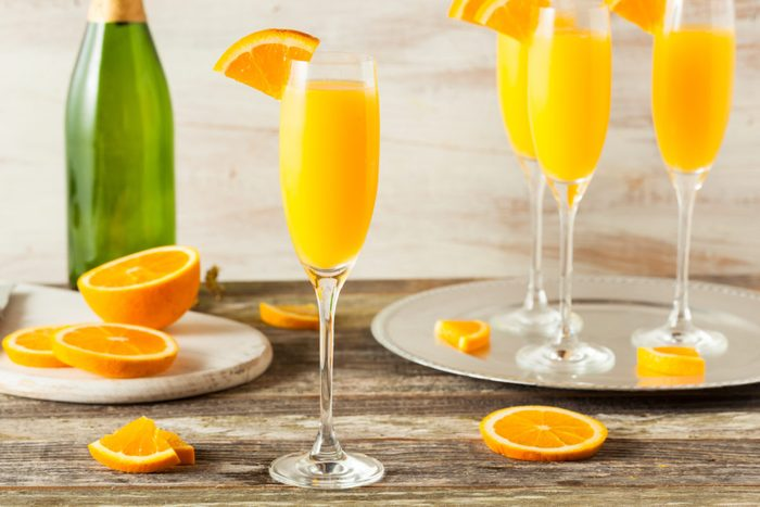 how to make a mimosa, champagne and orange juice