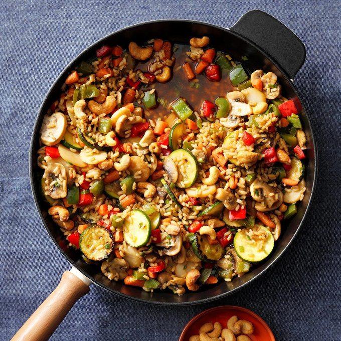 Veggie Cashew Stir Fry Exps Thfm19 133126 E09 28 7b 16