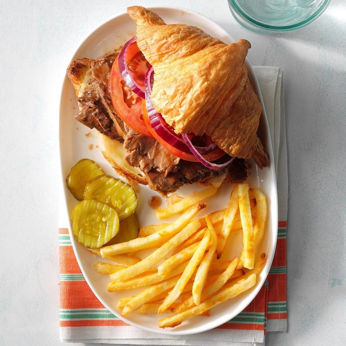 Gourmet Barbecue Beef Sandwiches Exps Sdjj19 74198 E02 07 4b 4