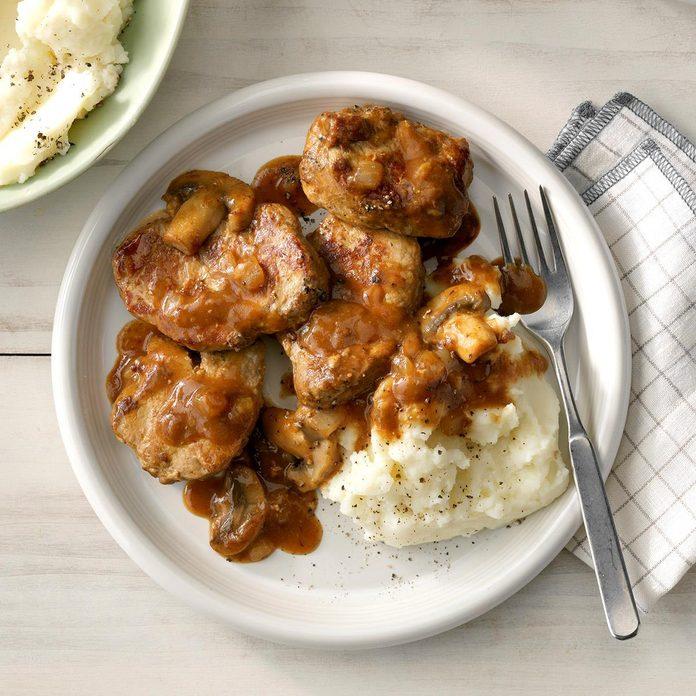 Peppered Pork With Mushroom Sauce Exps Sdam19 175721 C12 07 4b 5