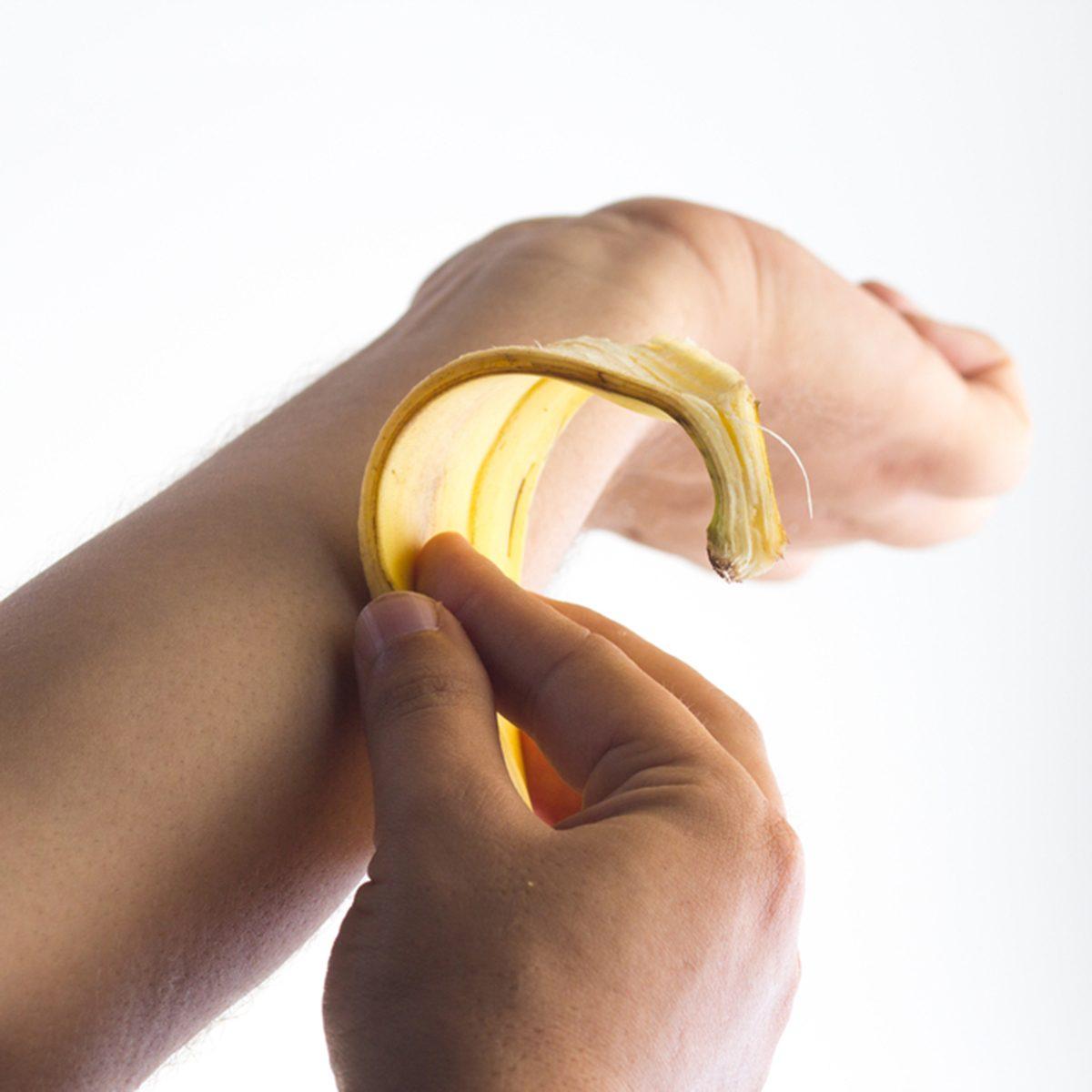 Using a banana peel on the skin