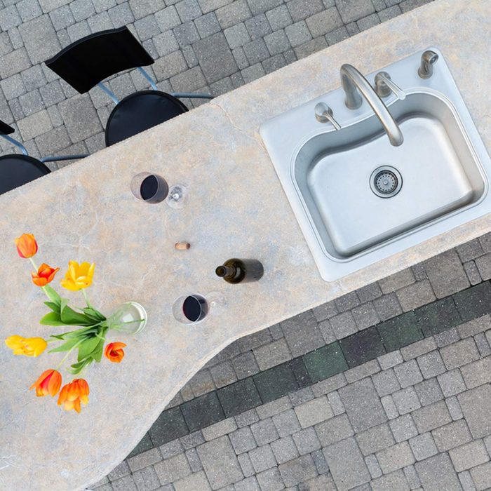 shutterstock_286107959 outdoor kitchen grill patio pavers concrete countertop