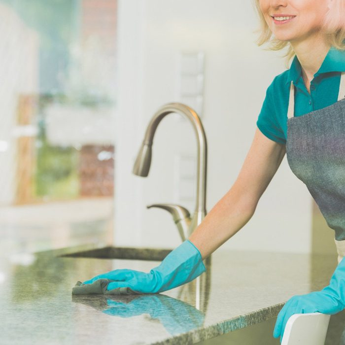 shutterstock_688627669 cleaning marble kitchen countertops