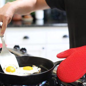 cast iron oven mitt