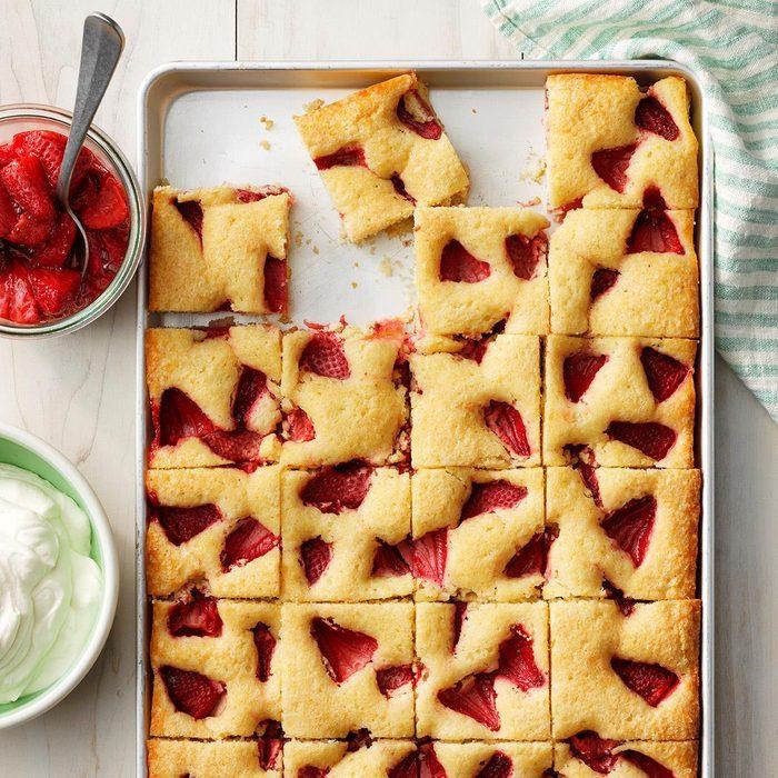 Roasted Strawberry Sheet Cake Exps Thjj19 232733  E02 19 4b 52