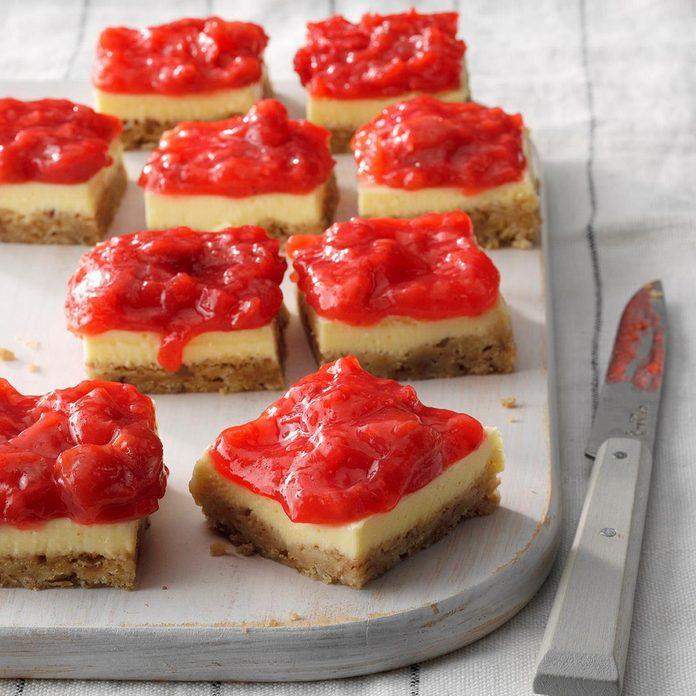 Strawberry Rhubarb Cheesecake Bars Exps Thjj19 232666 E02 19 3b 1