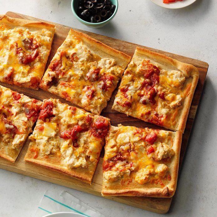 Creamy Chicken Enchilada Pizza Exps Sdjj19 161841 E02 12 6b 3