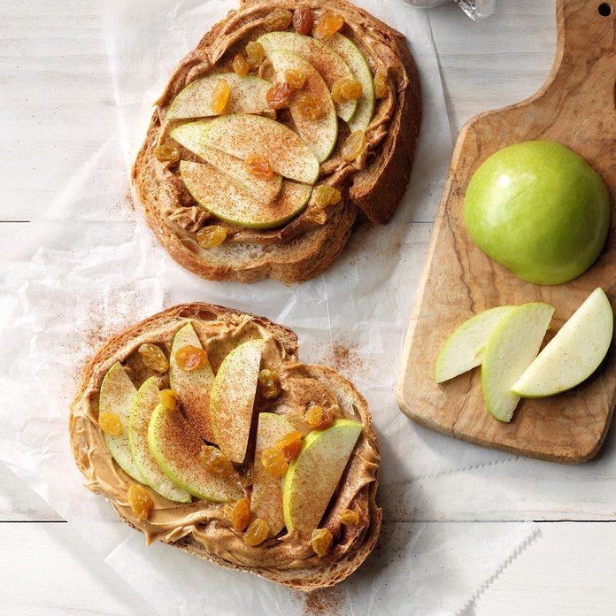 Thursday Lunch: Peanut Butter, Apple and Raisin Sandwich