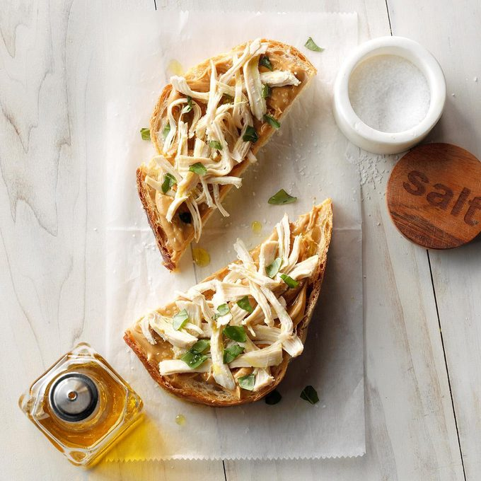 Peanut Butter Chicken And Basil Sandwich Exps Tohas19 239328 C04 19 1b 1