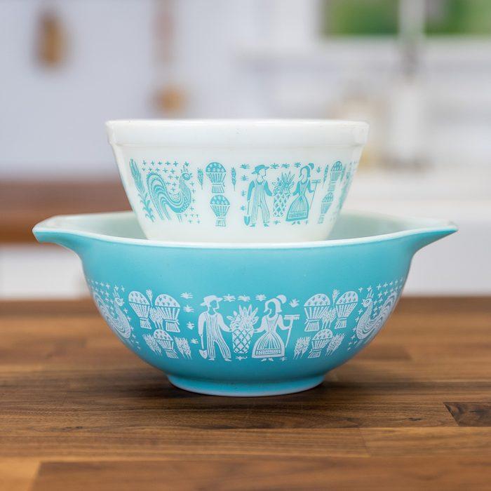 Vintage Pyrex bowls in Butterprint