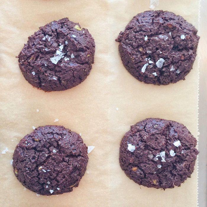 Chocolate and avocado cookies