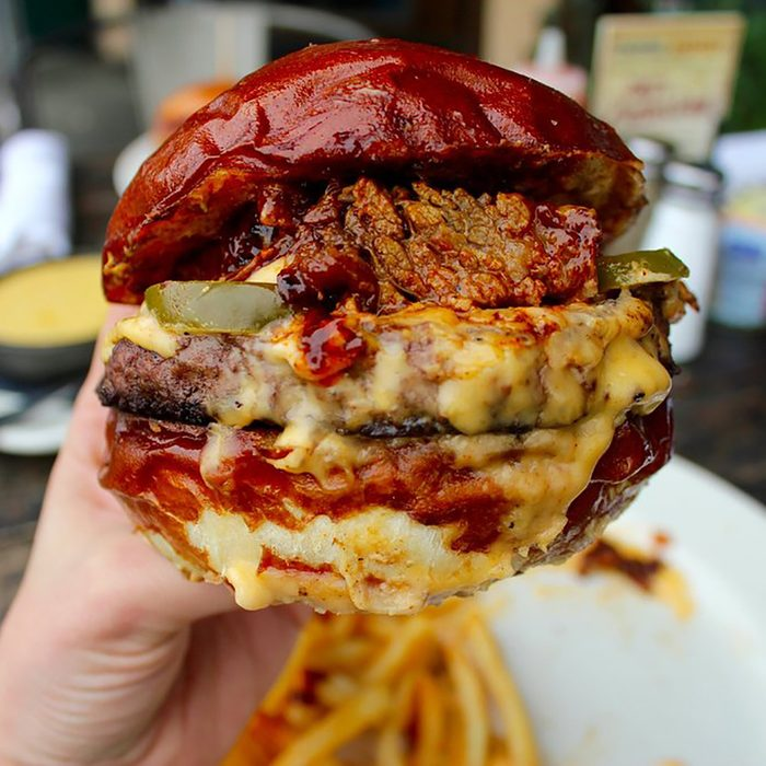 best burger in California, Gus's Barbecue