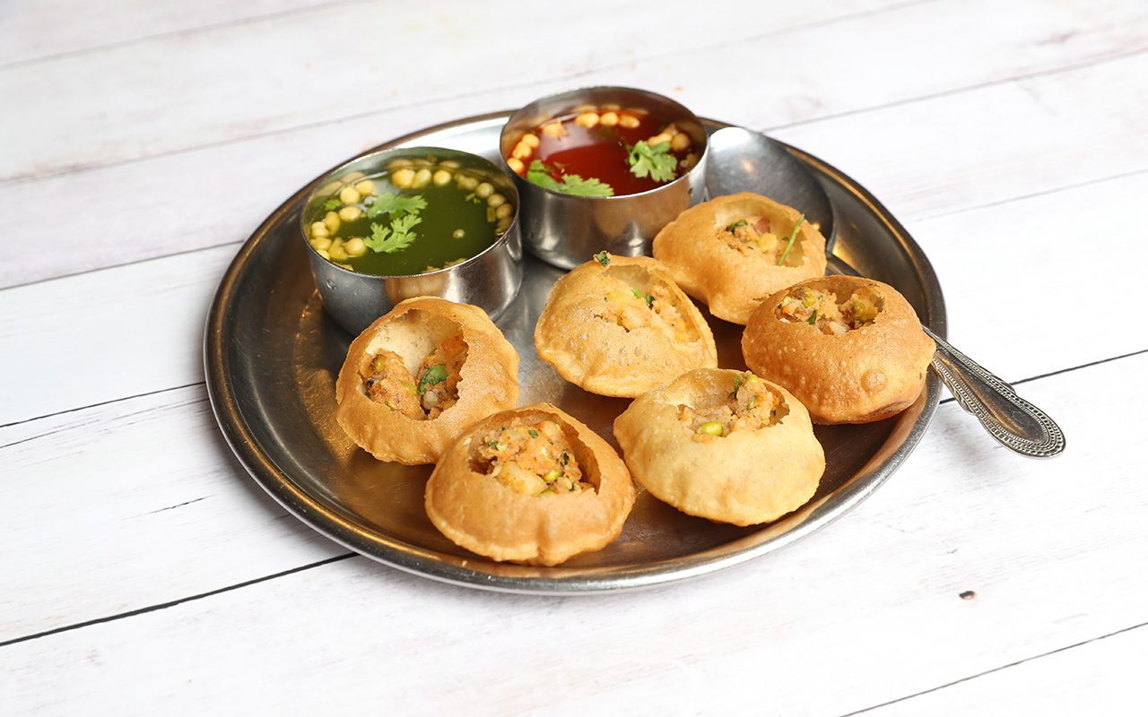 Panipuri or Gol Gappa or Chaat, Indian Street Food, Panipuri, Golgappe, Chat item, India, Stuffed Panipuri with aloo and Sweet Tamarind