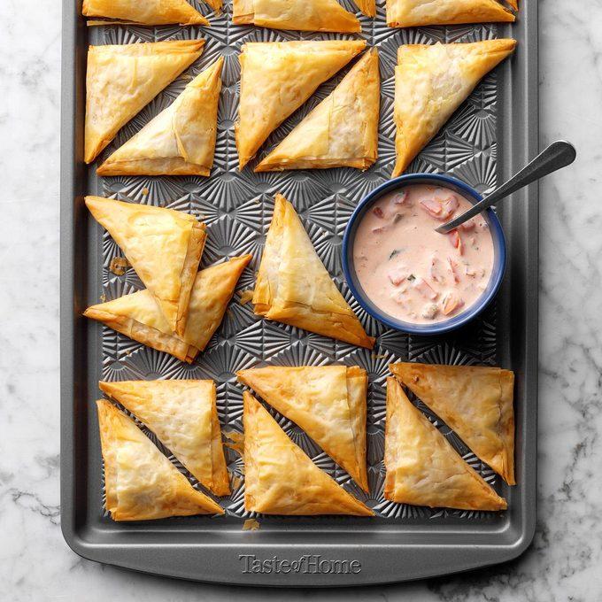Nacho Triangles With Salsa Ranch Dipping Sauce Exps Tohdj20 238484 B08 02 4b 5