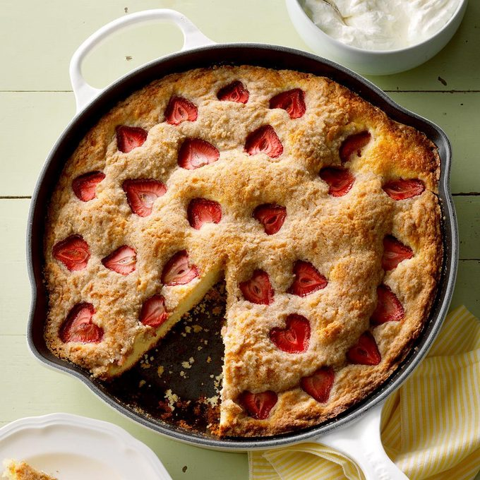 Strawberry Buttermilk Skillet Shortcake Exps Toham20 244332 E11 08 8b 22