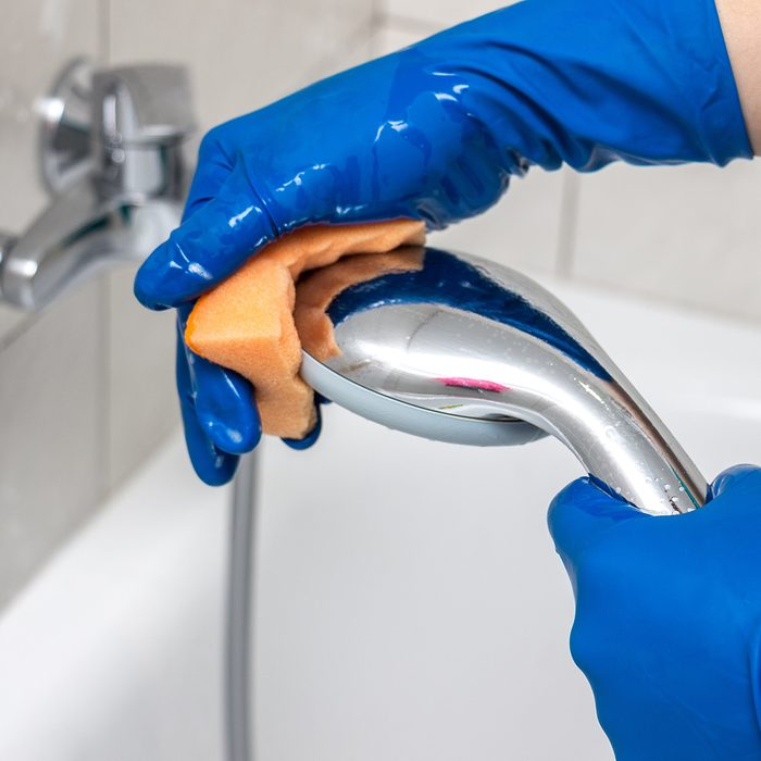 Cleaning showerhead