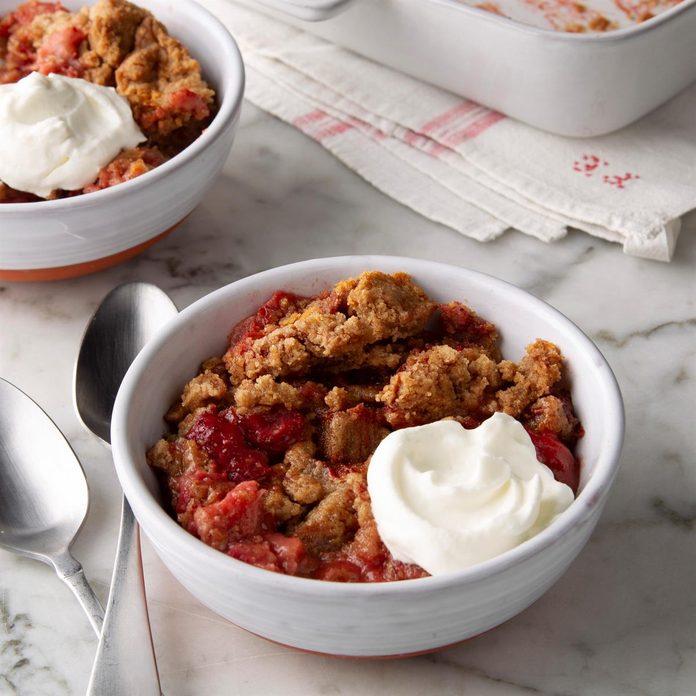 Strawberry Rhubarb Dump Cake Exps Ft20 232731 F 0225 1 1