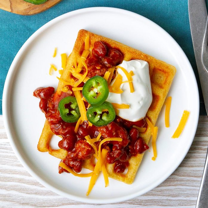 Chili Topped Cornbread Waffles Exps Tohas20 245297 F04 09 1b 4