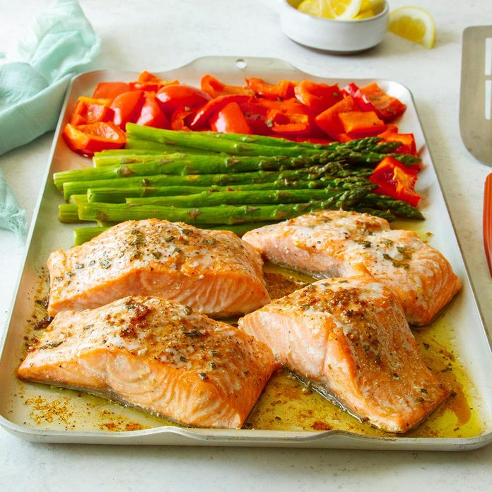 Rosemary Salmon And Veggies Exps Tohas20 245937 F04 14 2b Home 1