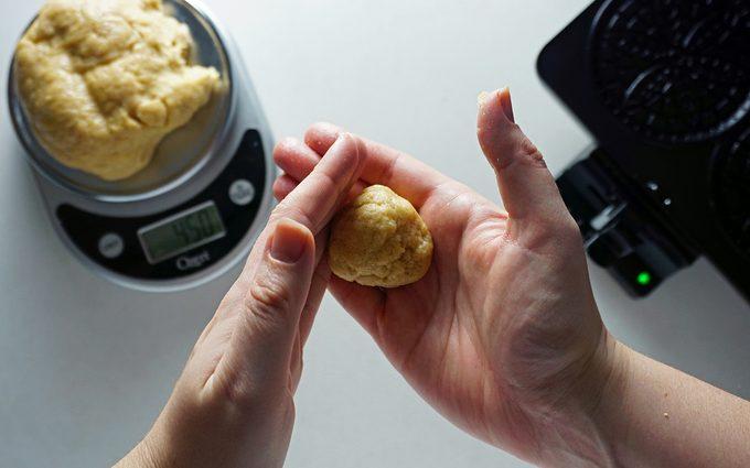 shaping stroopwafels dough