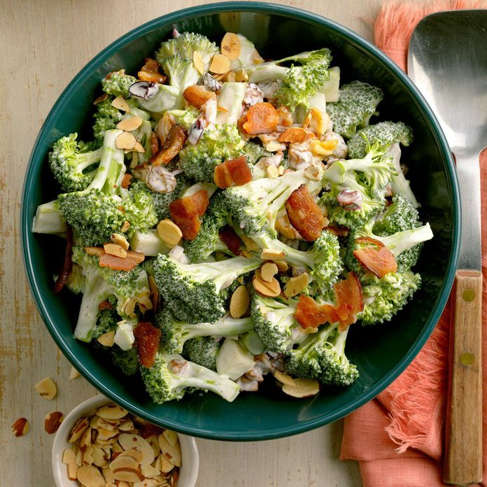 Almond Broccoli Salad Exps Hca20 92375 B11 01 6b 2