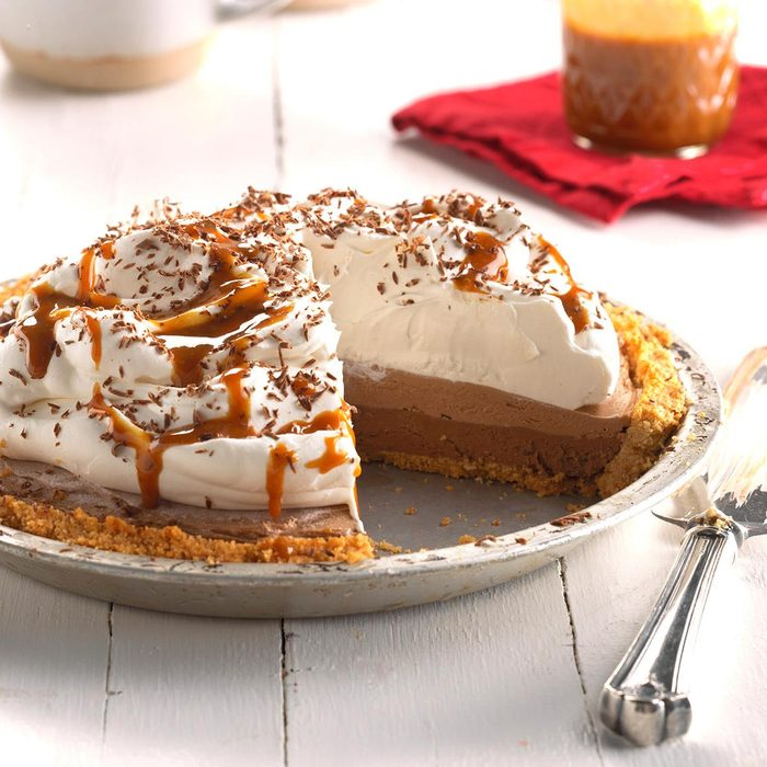 Dark Chocolate Caramel Macchiato Pie Exps Hca18 158611 C04 26 5b 7