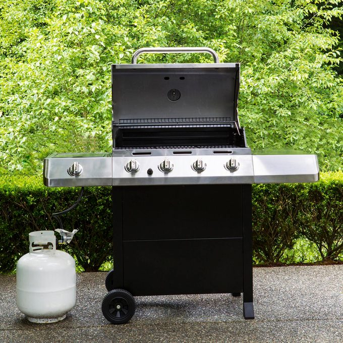 Gas grill with propane tank