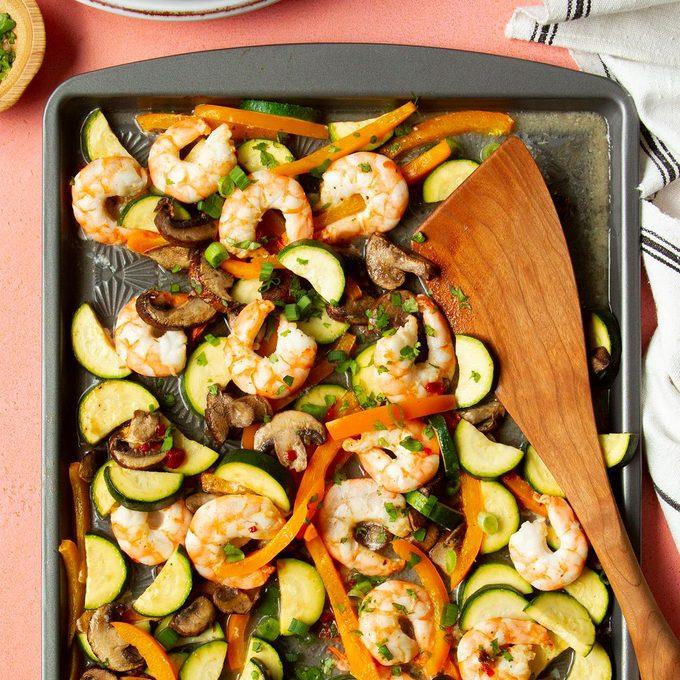 One Pan Sweet Chili Shrimp And Veggies Exps Tohas20 245857 F04 09 1b 4