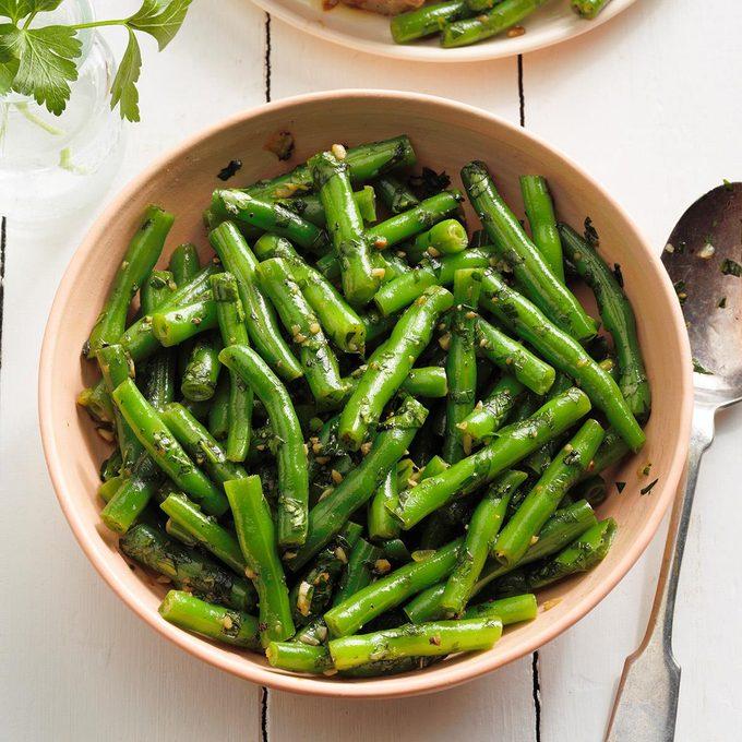 Syrian Green Beans With Fresh Herbs Exps Fttmz21 249611 E03 02 4b 5