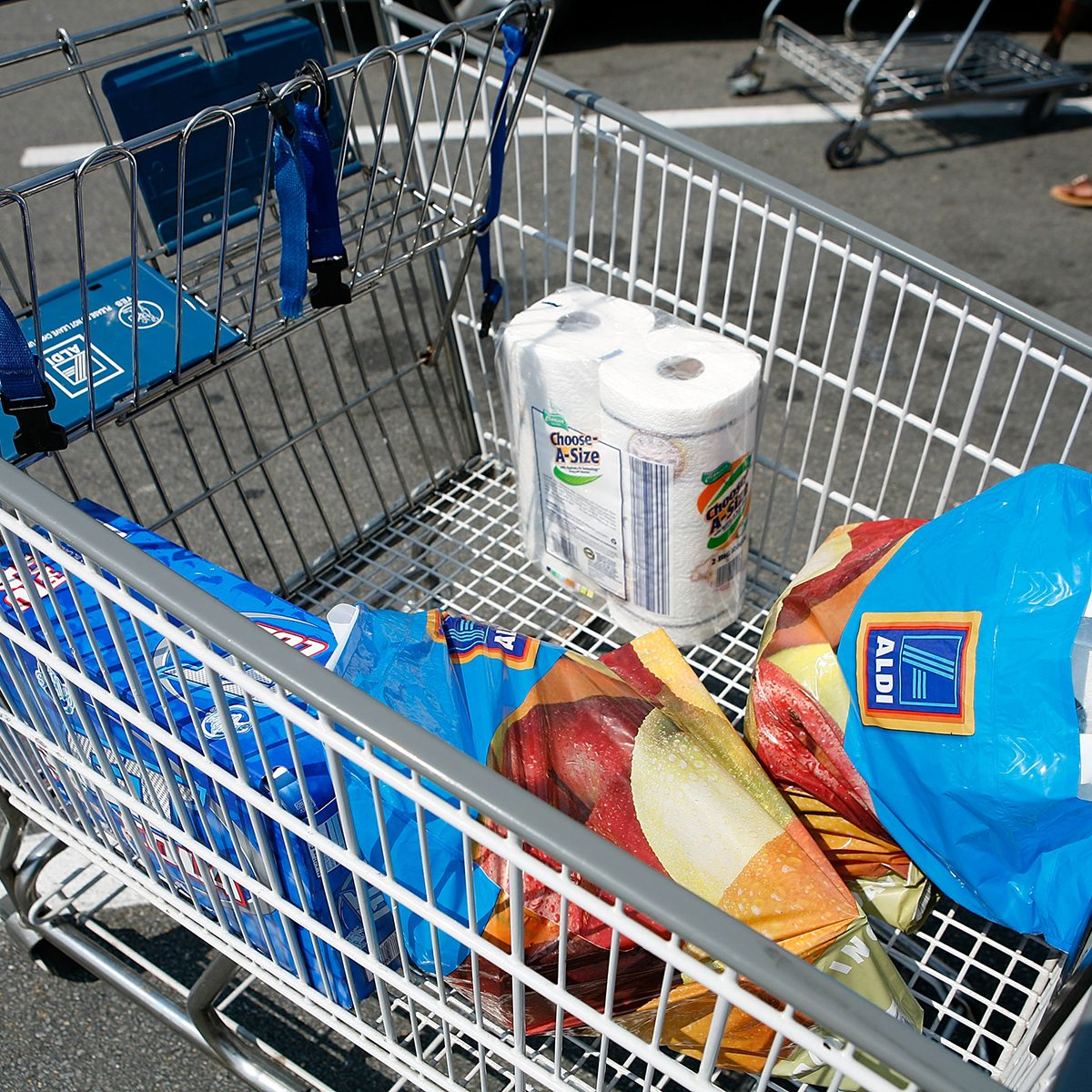 ALEXANDRIA, VA - AUGUST 24: Groceries which were purchased from an Aldi store are seen in a shopping cart August 24, 2009 in Alexandria, Virginia. The German discount grocery chain, which launched 100 new stores in 2008 alone, recently opened its 1000th store in the U.S. Its no-frills approach has led to increased profits as U.S. consumers continue to struggle during the recession. (Photo by Alex Wong/Getty Images)