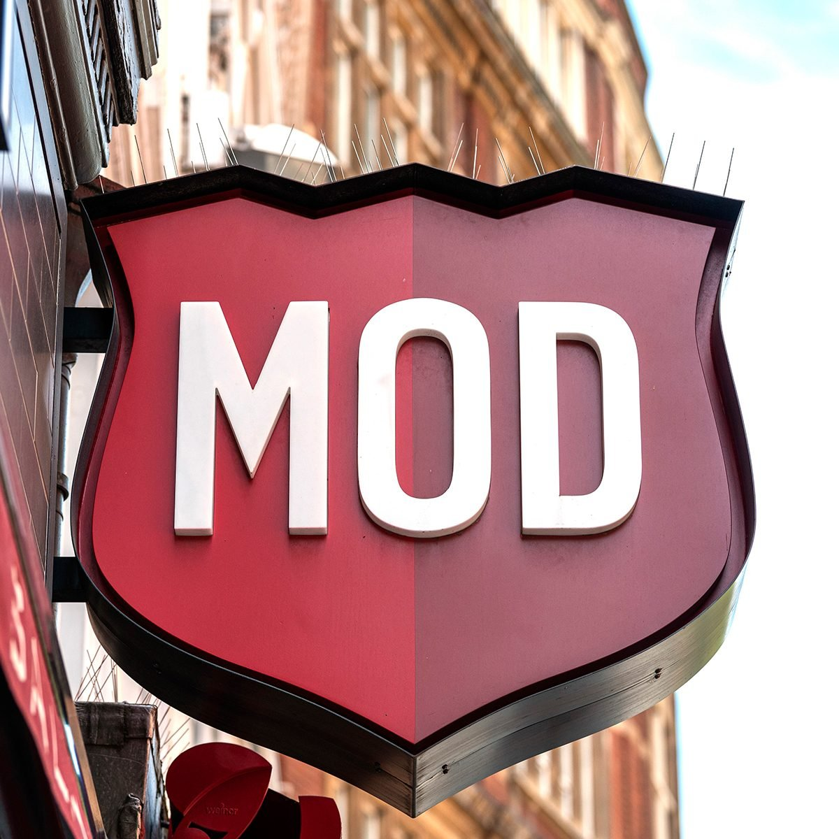 LONDON, UNITED KINGDOM - 2020/06/02: MOD Pizza logo on their restaurant in Leicester Square. (Photo by Dave Rushen/SOPA Images/LightRocket via Getty Images)