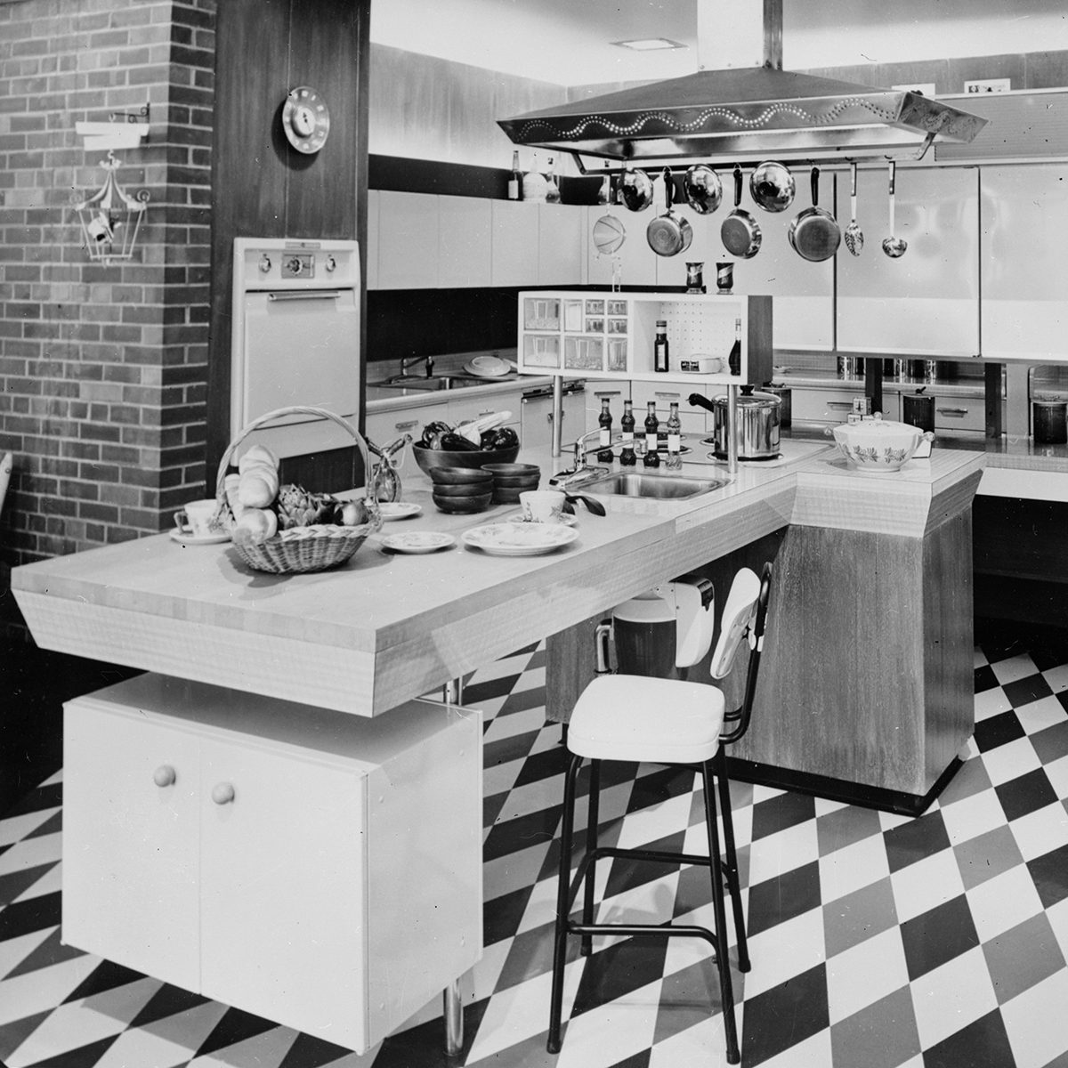 November 1956: General Electric's modern kitchen 'Gourmet's Delight'; all the appliances are grouped together for convenience and the position of the work surfaces has been carefully considered. (Photo by Keystone Features/Getty Images)