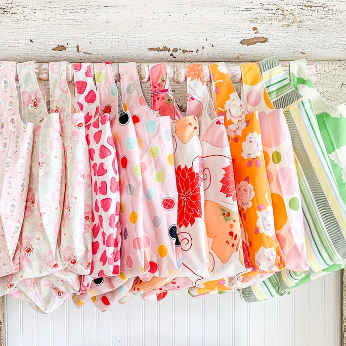 Hand made reusable grocery bag sewn with quilting fabric a fast easy project uses for reusable bags