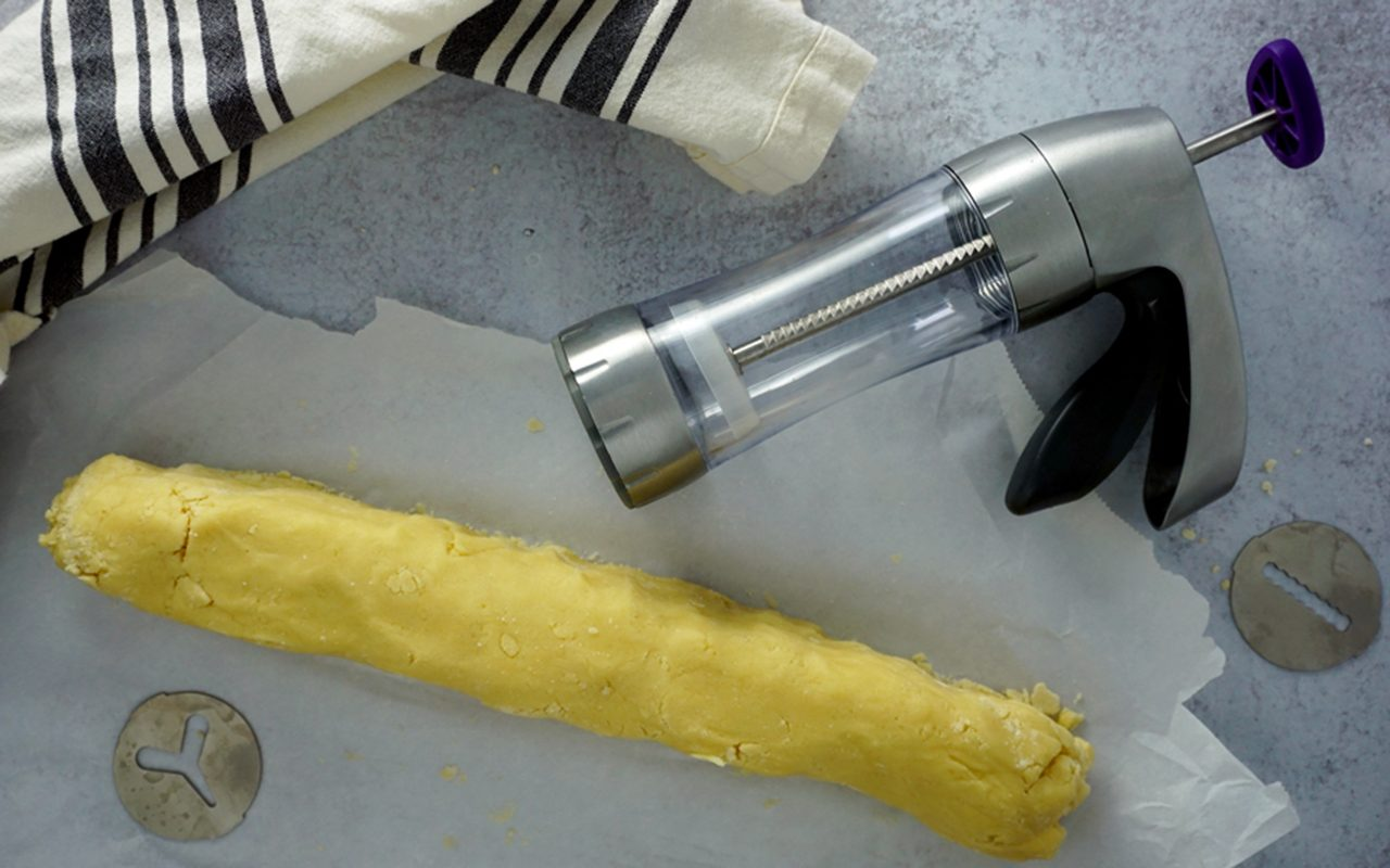 shaping dough into a long log how to make butter cookies