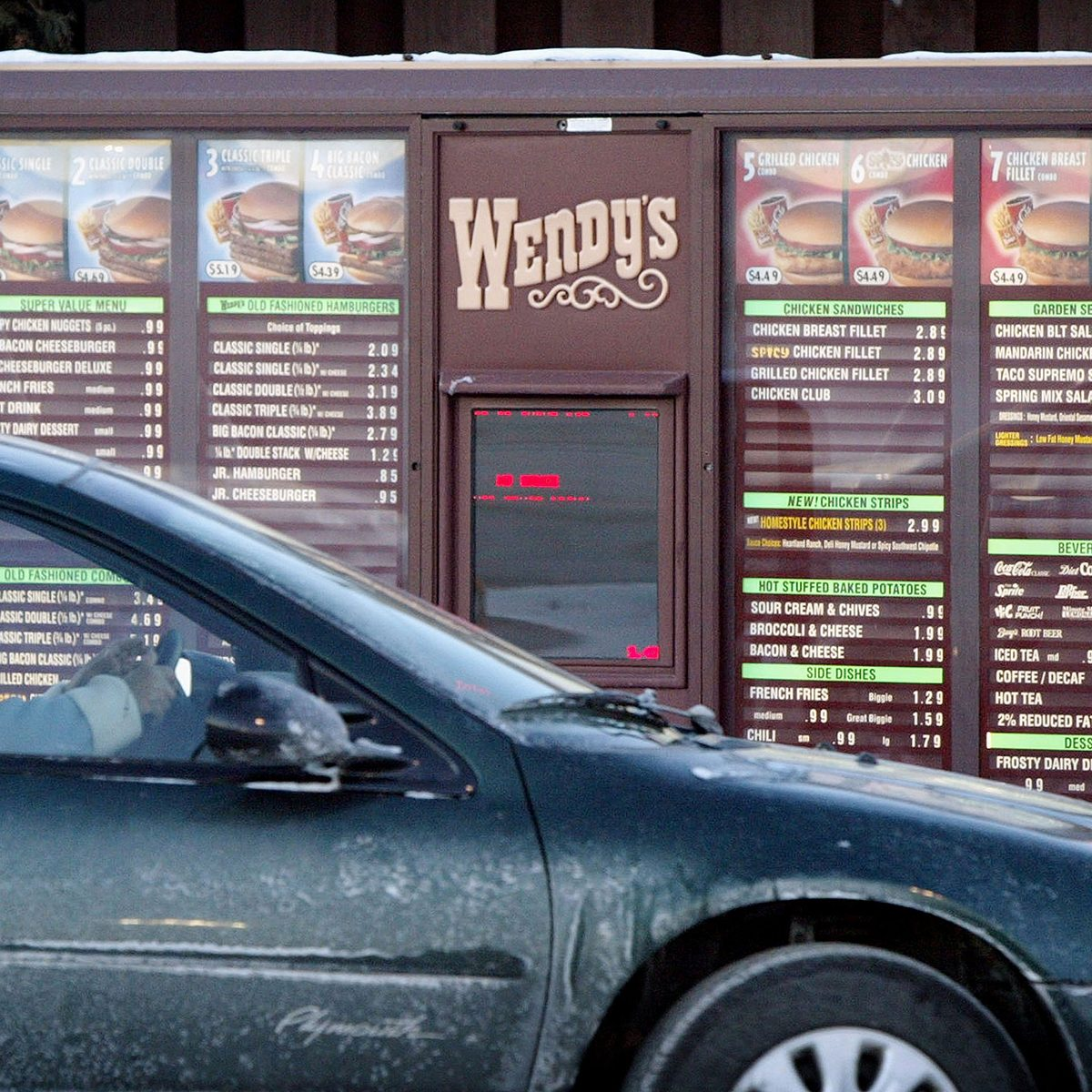 wendy's baked potato CHICAGO, IL - JANUARY 30: 30: A customer orders from the drive-up menu at a Wendy's restaurant January 30, 2004 in Chicago, Illinois. Wendy's, the nation's third largest hamburger chain, announced today a sharp increase in fourth- quarter profits. (Photo by Scott Olson/Getty Images)