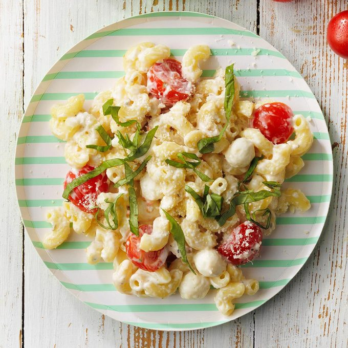 Caprese Macaroni Salad Exps Tohjj21 258995 E02 03 10b