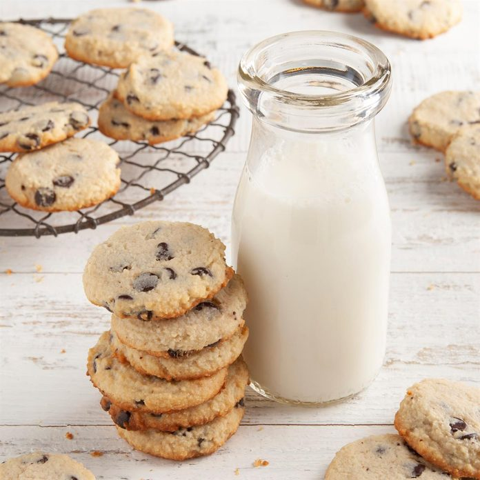 Keto Chocolate Chip Cookies Exps Ft21 261384 F 0127 1 2