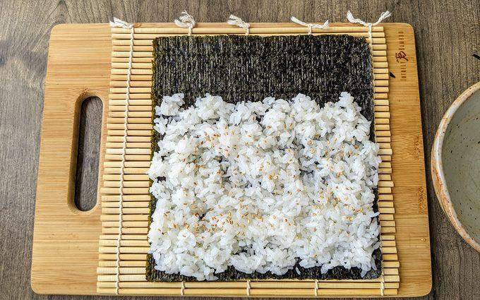 Prepare the nori Canned tuna sushi recipe