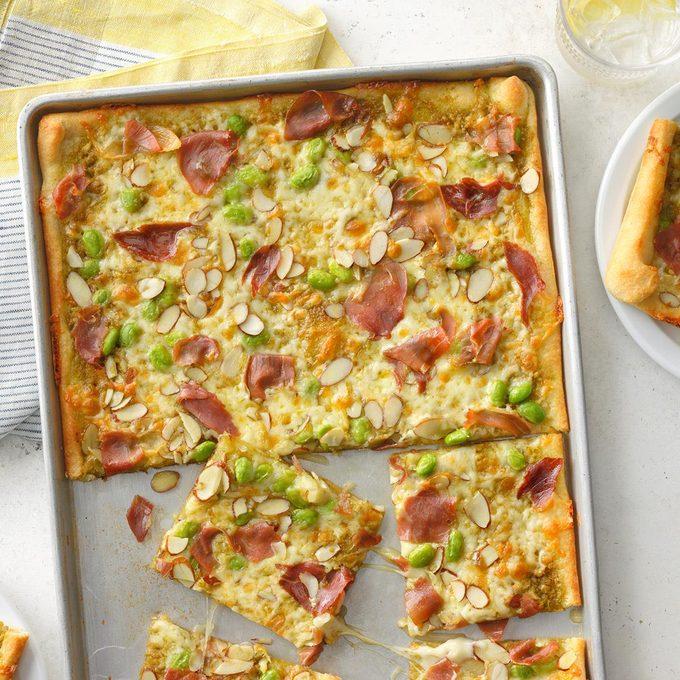 Prosciutto Pesto Pizza Exps Tohescodr21 63680 B03 24 3b