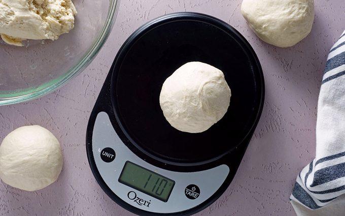 weight dough Cinnamon Crunch Bagels Panera 041921 Toh 10