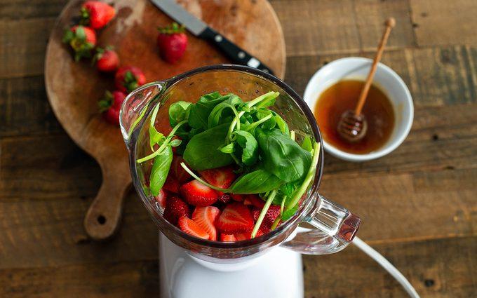 Blender With Strawberries paletas recipe