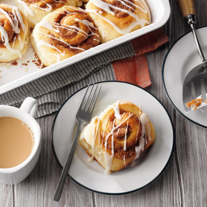 Cinnamon Rolls with Cookie Butter Filling