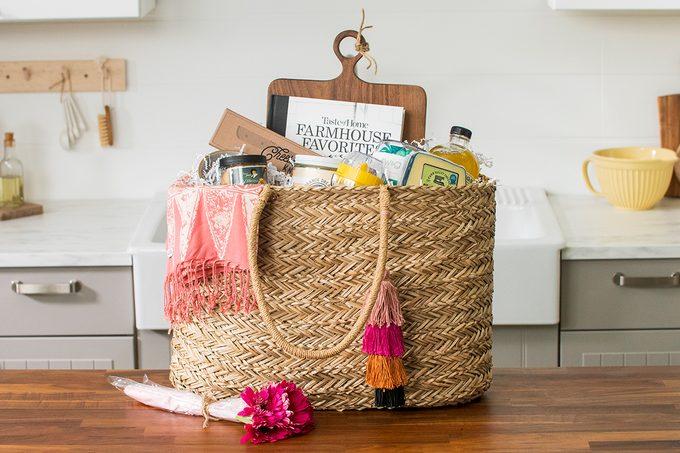 Picnic gift basket