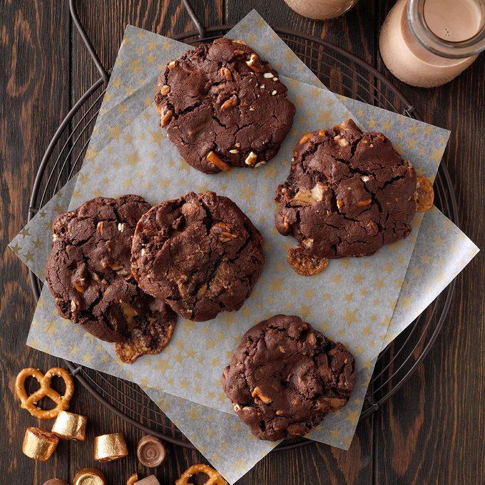 Double Chocolate Pretzel Turtle Cookies Exps Hca21 235641 B06 04 4b