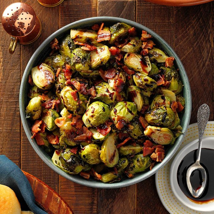 Simple Roast Brussels Sprouts Exps Thon21 243014 B06 17 10b